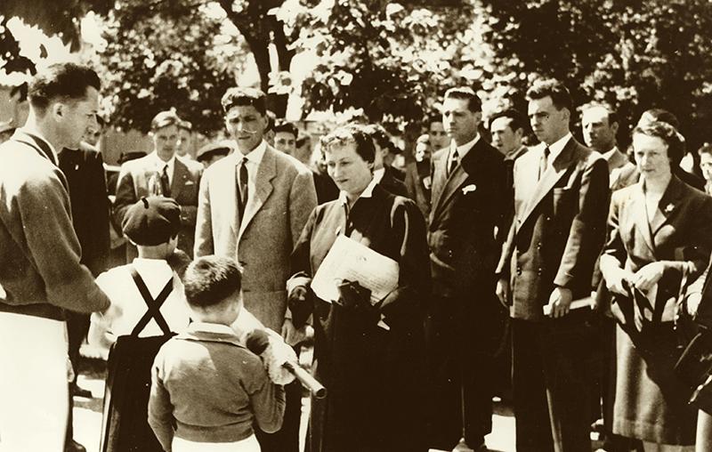 Marie Thérèse Eyquem remise du drapeau jeune du captalat